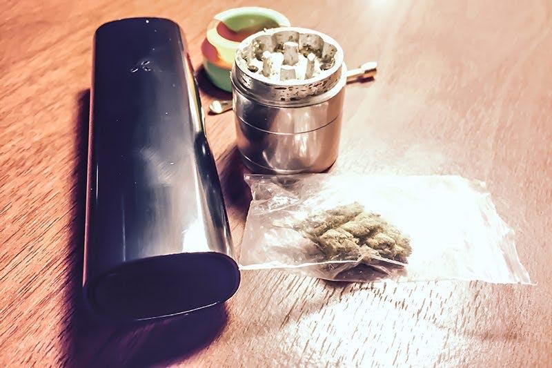 pax-3-front-plus-grinder-cannabis
