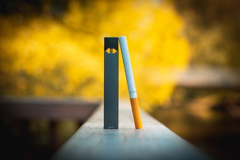 Juul_cigarette