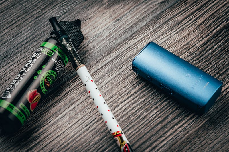 How to Use a Vape Pen With Oil, Wax, E-Juice & Dry Herb